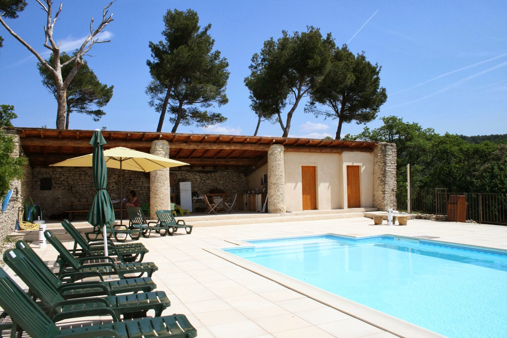 La piscine et son environnement la ribelle en provence - Photos pool house piscine ...